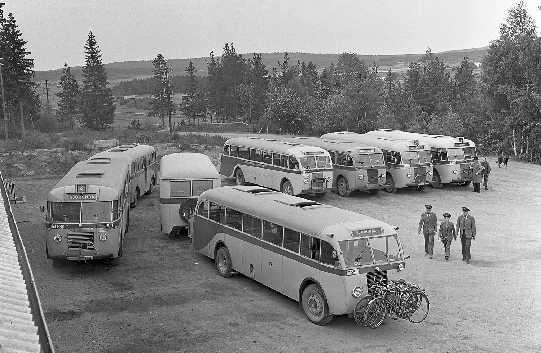 Njurundabussarna servas vid bussgaraget i Forsa, Skedlo